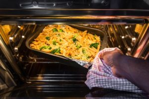 Can you put aluminum foil in the oven? - The Wisebaker