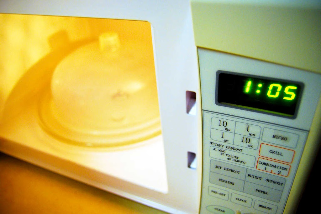 Can you microwave wax paper? - The Wisebaker
